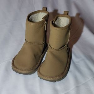 Baby Gap tan boots sherpa lined toddler size 7